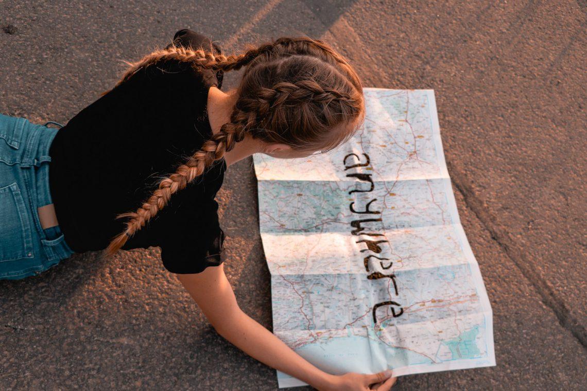 Mädchen mit Karte